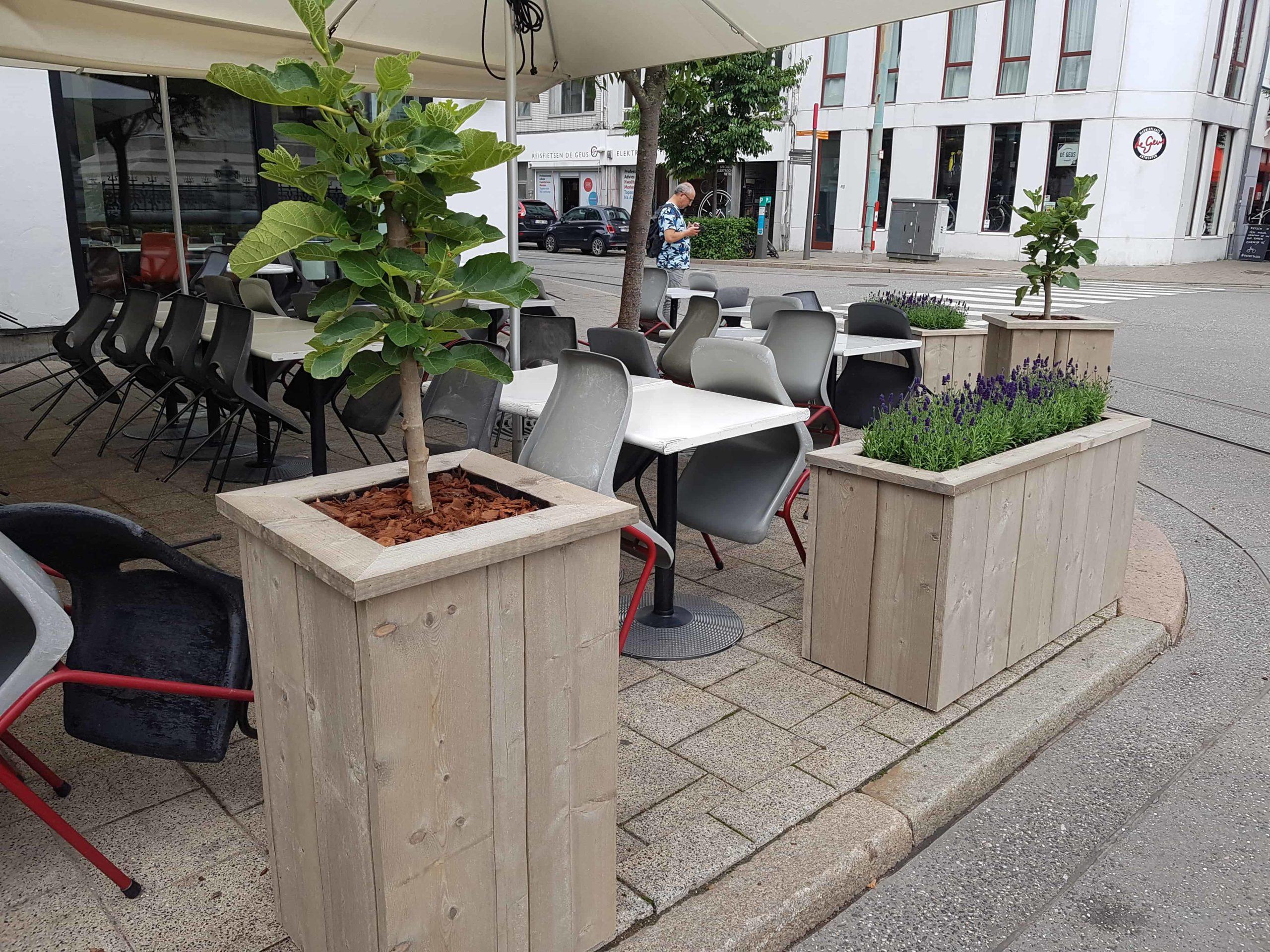 Steigerhouten plantenbakken